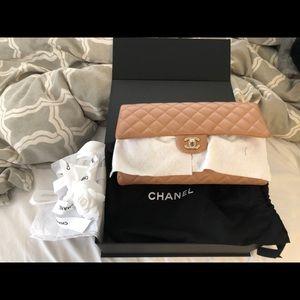 Chanel clutch 18s beige